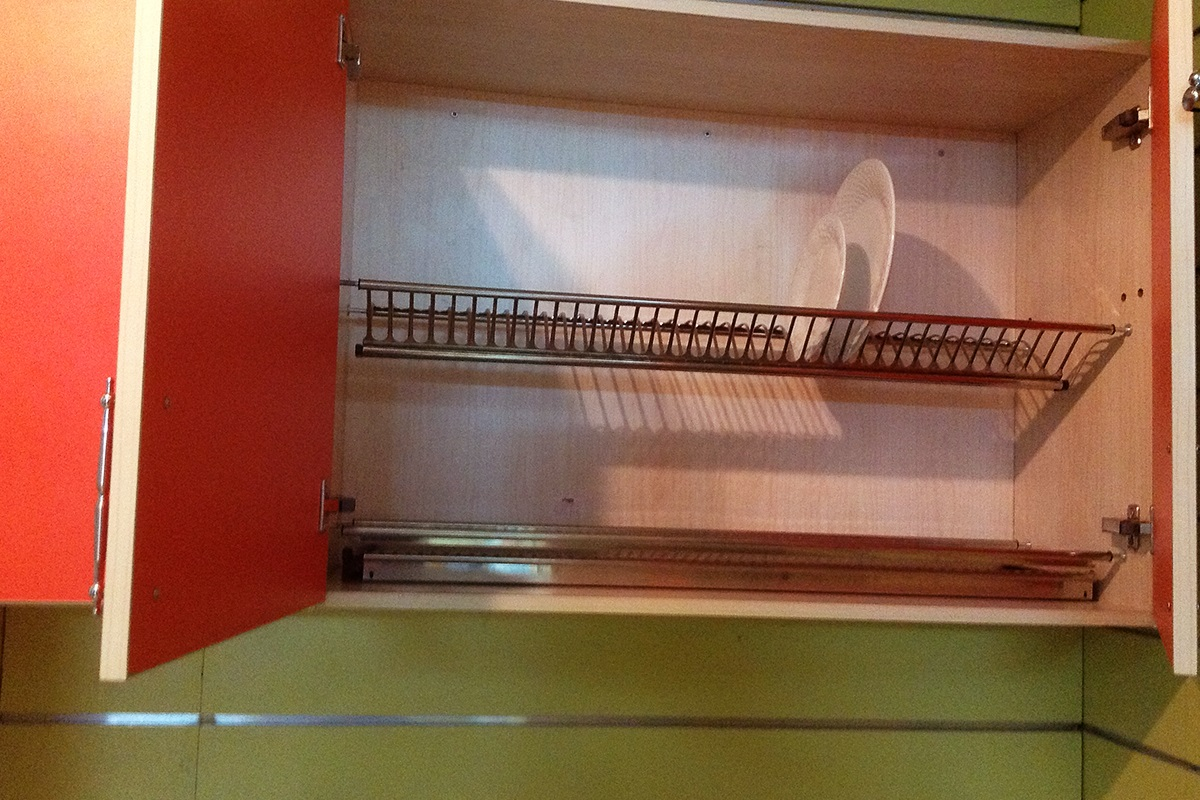 Kitchen Cabinet With Plate Holder In Lagos
